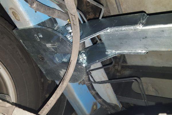Монтаж усилителя и верхних кронштейнов пневмоподвески Ford Transit 2014-н.в. спарка RWD
