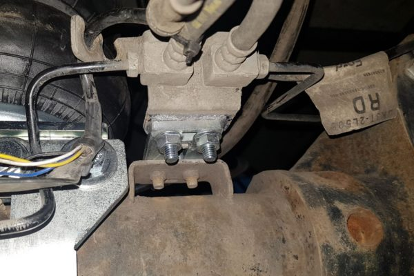 Перенос тормозных трубок при монтаже пневмоподвески Ford Transit VIII спарка RWD