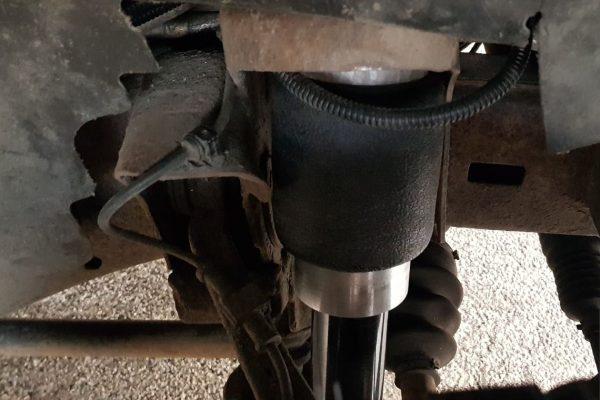 Передняя пневмостойка на Chevrolet Express