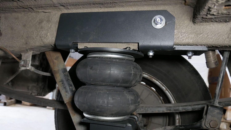 180 mm pneumohelper on Mercedes Sprinter 313 W906