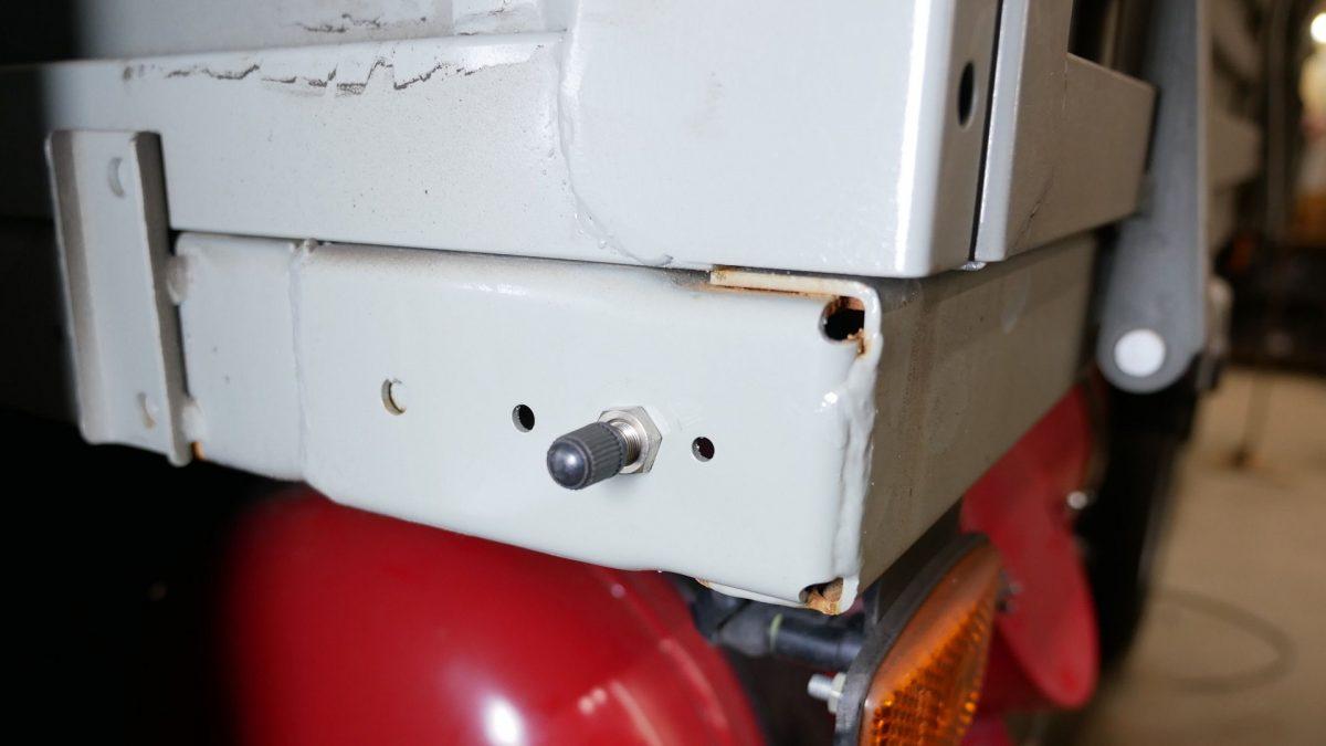 03050 ✘ Вывод ниппеля подкачки пневмоподушек UAZ Profi